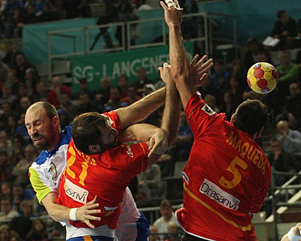 Vid Kavticnik and the Slovenian Offence were stopped by Spain