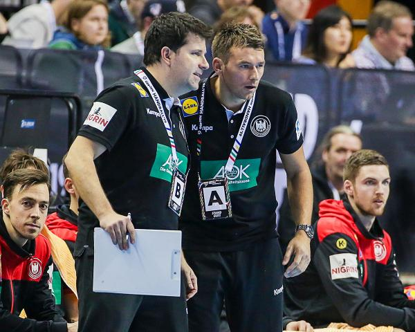 Co-Trainer Alexander Haase links neben Bundestrainer Christian Prokop