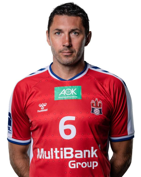 ../images/fotos/size3/1572969108-Handball_Sport_Verein_Hamburg_Lackovic_Blazenko_6_Portrait_20x30_cr.jpg