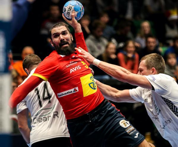 Zwei Rote Karten Stoppen Titelverteidiger Der Handball Em